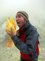 "Kawah Ijen volcano - ""eating"" sulfur deposits"