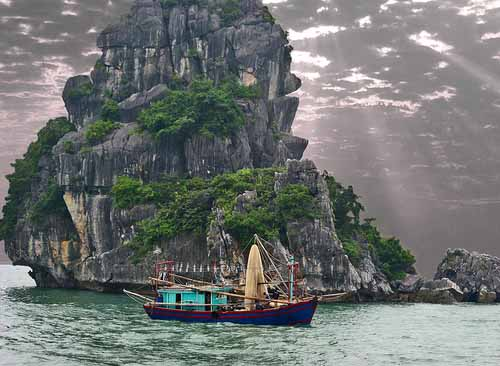 Impressive Hạ Long Bay in Vietnam – limestone islands in the Gulf of Tonkin