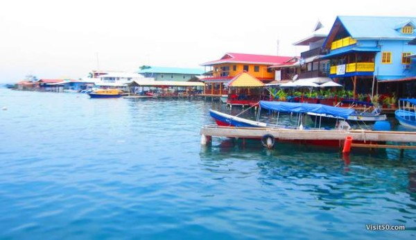 The Bocas waterfront is this colorful. Loved it! Island hopping in Bocas del Toro Panama was so much fun!